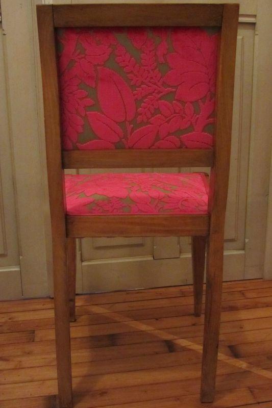 Pi di 25 fantastiche idee su retapisser une chaise su for Retapisser une chaise medaillon