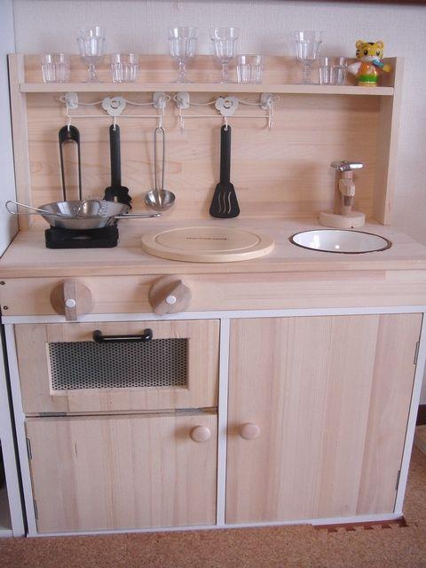 ままごとキッチンの手作り実例35選。カラーボックスや段ボールで簡単DIY
