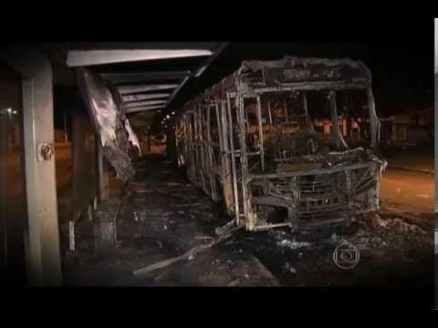Reportagem do Fantástico 16-11-2014, Trabalho com medo, queima de onibus...