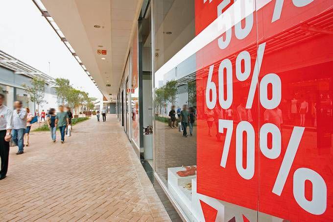 Saiba aonde ir para poupar até 90% em roupas, acessórios e móveis de grandes marcas
