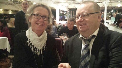 Leif och Lena på restaurang  Brun!