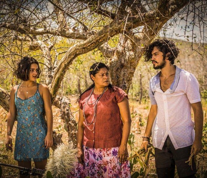 Giullia Buscacio, Luci Pereira e Gabriel Leone nas gravações de 'Velho Chico' (Foto: Renan Castelo Branco / Gshow)