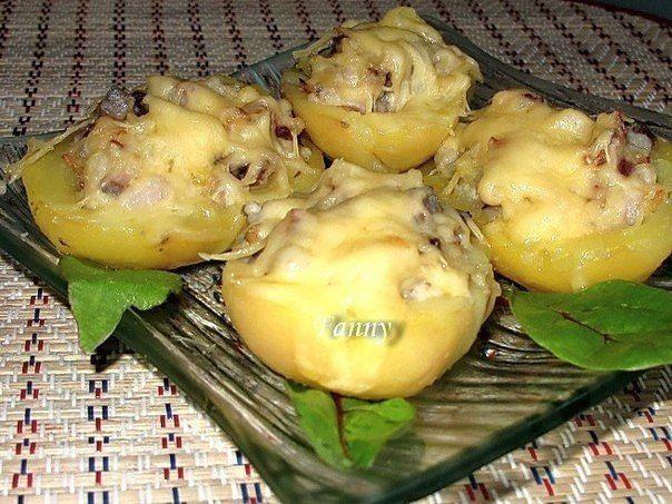 Картофель, фаршированный сельдью