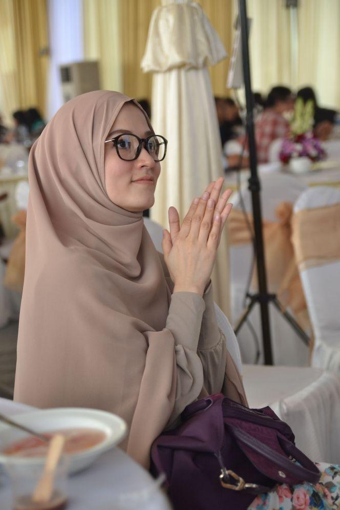 Lyra Virna Tambah Cantik Berhijab Syar`i - Foto 3 | Dream.co.id