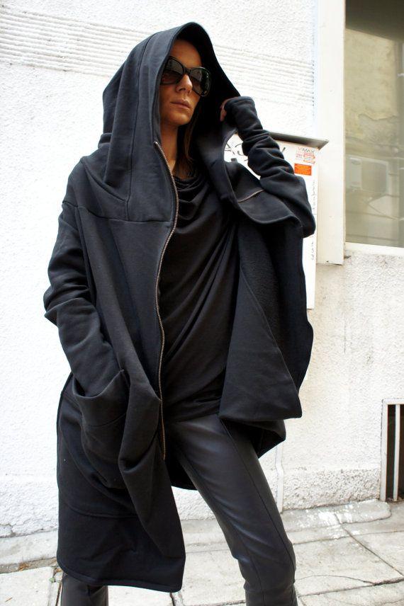 Asymmetryc extravagante schwarze Hoodded Mantel / Qilted