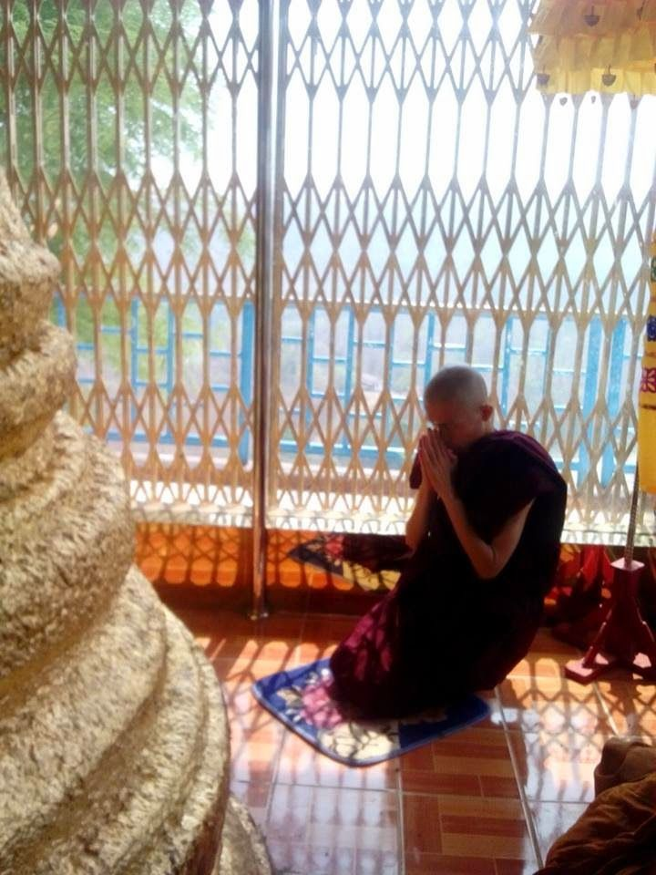 ThaBarWa Centre: Dhamma Discussion with Korean Yogi at ThanLyin Tha...