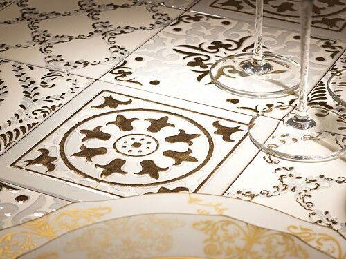 Обед вкуснее с коллекцией Atelier Gold итальянской фабрики Decoratori Bassanesi #приятногоаппетита #времяобеда #эксклюзив #luxury #decoratoribassanesi #smalta #smaltaitaliandesign #Петербург #дизайнинтерьера #сантехника #плитка #мозаика #вдохновение