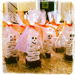 Pretzel and marshmellow skeletons for halloween