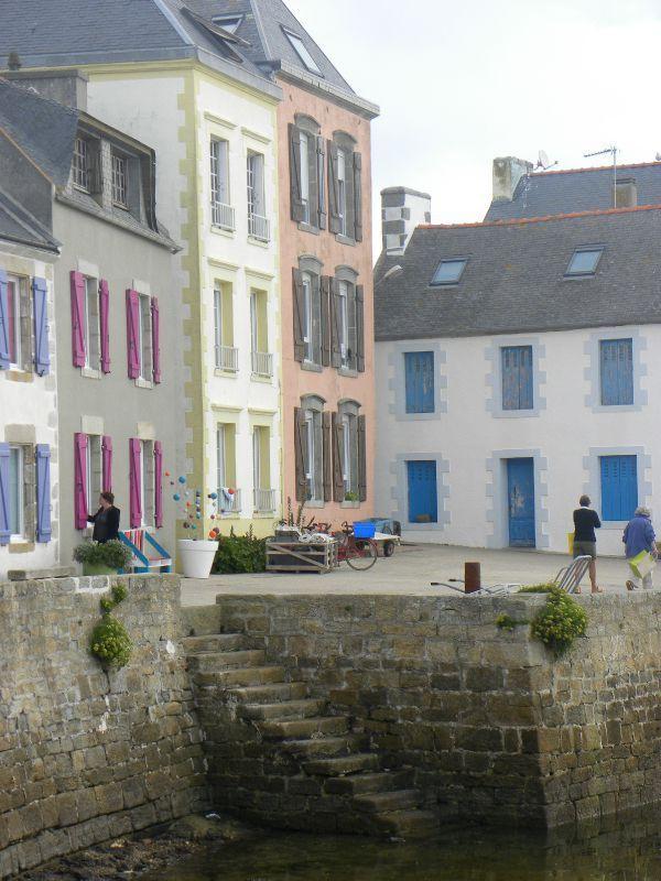 Fine new colours on Ile de Sein, Finistère - letohubohudecaro.canalblog.com