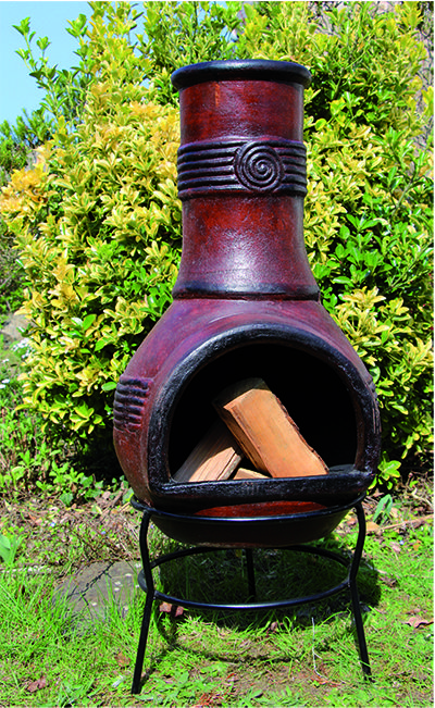 Fait au pays des Mayas, avec un procédé traditionnelpar des travailleurs locaux, le Brasero Chapala brun est une véritable cheminée mexicaine. L' agréable chaleur de cette cheminée vous couvrira toute la nuit dans une ambiance confortable et détendue.  Quel bien-être, alentour en bonne compagnie ou en famille ! la douceur du feu renforcera ce grand instant festif.  L'originalité de son design s'intègrera parfaitement au décor de votre extérieur.  C'est de même...