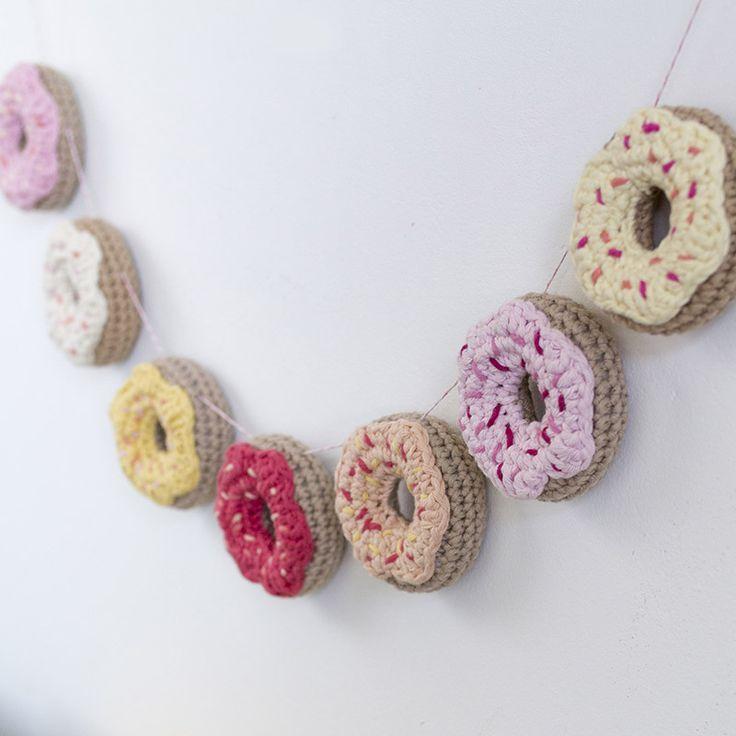 1a-szydelkowe-donuty-oryginalna-dekoracja-pokoju-dzieciecego