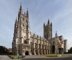 Toen Karel koning van Engeland, Wales & Schotland was richtte hij de anglicaanse kerk op in 1534, een mix van het protestantse en het katholieke geloof. Karel I was het hoofd van deze kerk. Kloosters verdwenen en de landgoederen werden aan de tweede stand (de adel) gegeven die dus nog rijker werden en veel macht kregen. De adel wilde hierdoor invloed op de politiek. Zij vormden het parlement.