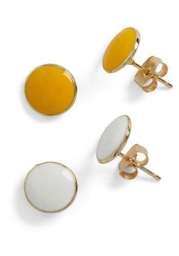 round pick earring set