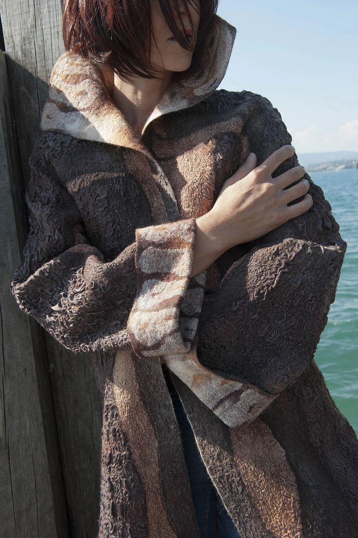 Felted Coat. Feutre artistique, artisanat d'art, créations sur mesure de Caroline BARRUECO, vêtements, accessoires et décoration robe de mariée, pièces uniques.