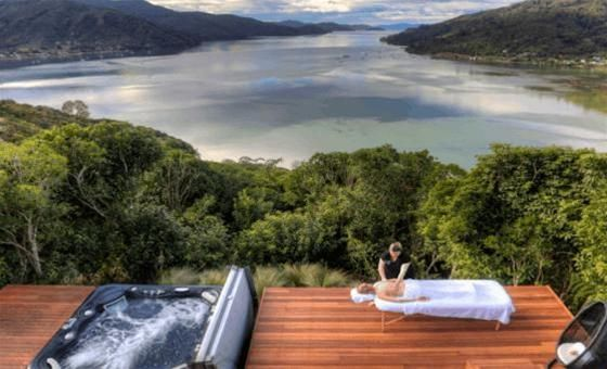 The Sounds Retreat offers one guest unit which opens out to the most extraordinary views, only possible from the high, hill-side location; best enjoyed while soaking in the open-air hot tub, or with a glass of wine from one of the many wineries nearby.