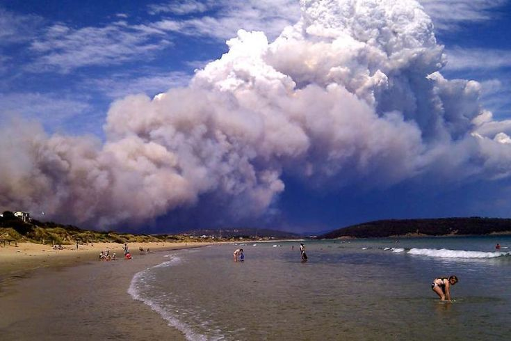 Blaze rages near Hobart