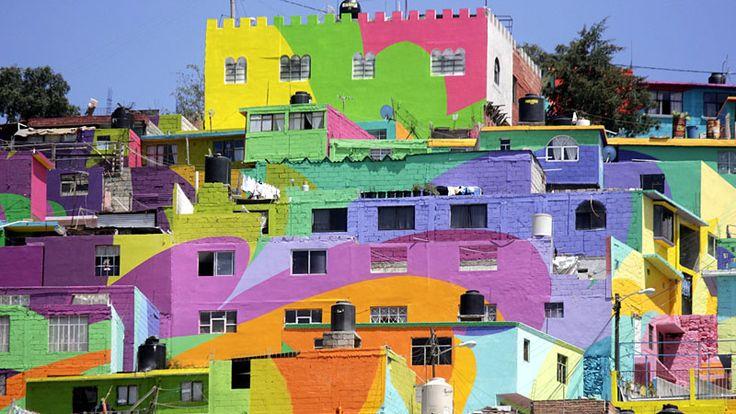 Das Viertel Palmitas in der mexikanischen Stadt Pachuca war bisher für gewalttätige Auseinandersetzungen zwischen verschiedenen Banden bekannt und ziemlich grau. Künstler haben dagegen angemalt: Am Samtag strahlen die Häuserfronten in fröhlichen Farben. Ob das auch gegen die Gewalt hilft?