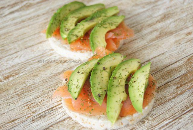 Met deze Glutenvrije lunch met zalm en avocado eet je niet alleen super gezond, maar ook nog eens heel simpel en lekker. Bekijk het recept hier.