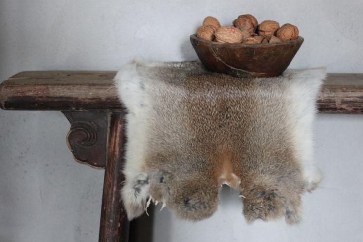 Konijnenvacht ecru grijs bruin | Geweien, hoorns & vachten | Huis & Haard webshop, robuust landelijke woonaccessoires