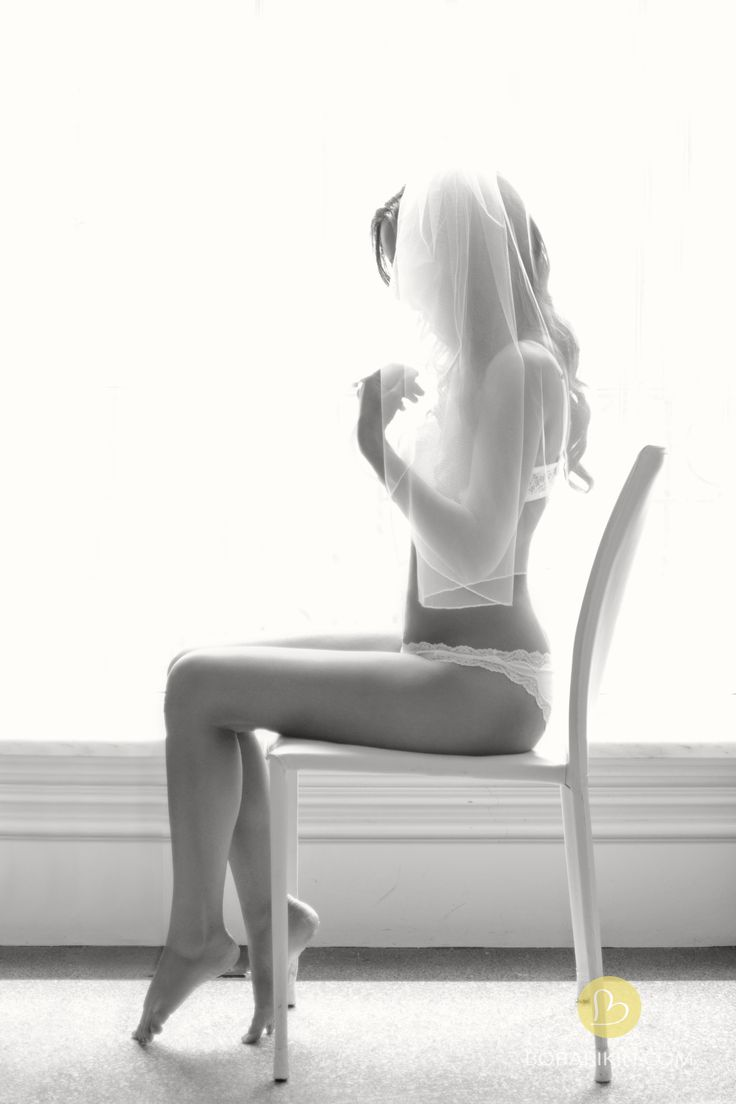 Bridal Boudoir #classy- I freakin loooveee this!! the lighting and simple pose!!!