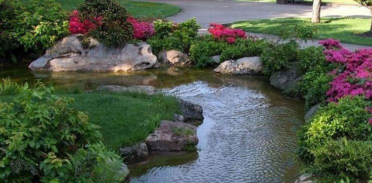 Se state pensando a come abbellire e rendere speciale il vostro spazio verde all'aperto, l'idea giusta potrebbe essere un laghetto artificiale da giardino, anche fai da te! http://www.arredamento.it/il-laghetto-artificiale.asp #laghetto #giardino #faidate