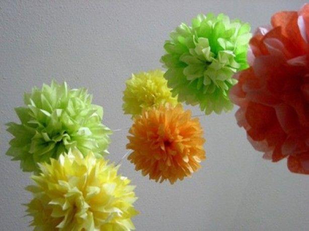 mooie pomponnetjes om zelf te maken. Met een 10-tal vellen dun papier op elkaar