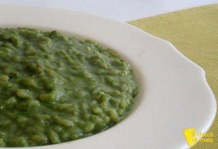 Risotto verde agli spinaci e stracchino (ricetta senza burro). Ricetta del risotto verde con crema di spinaci senza burro mantecato con lo stracchino