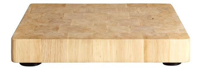 Cette planche à découper existe en 2 formats. Elle est fabriquée en bois de charme debout et assure comme un billot de boucher hygiène et robustesse. Un ustensile essentiel pour votre cuisine.