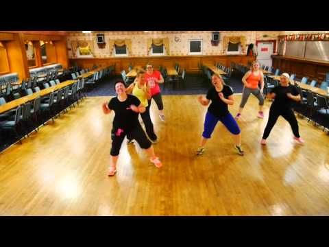 Everything you need to know about zumba Run Run Rudolph - Kelly Clarkson - Zumba® Christmas Routine - YouTube