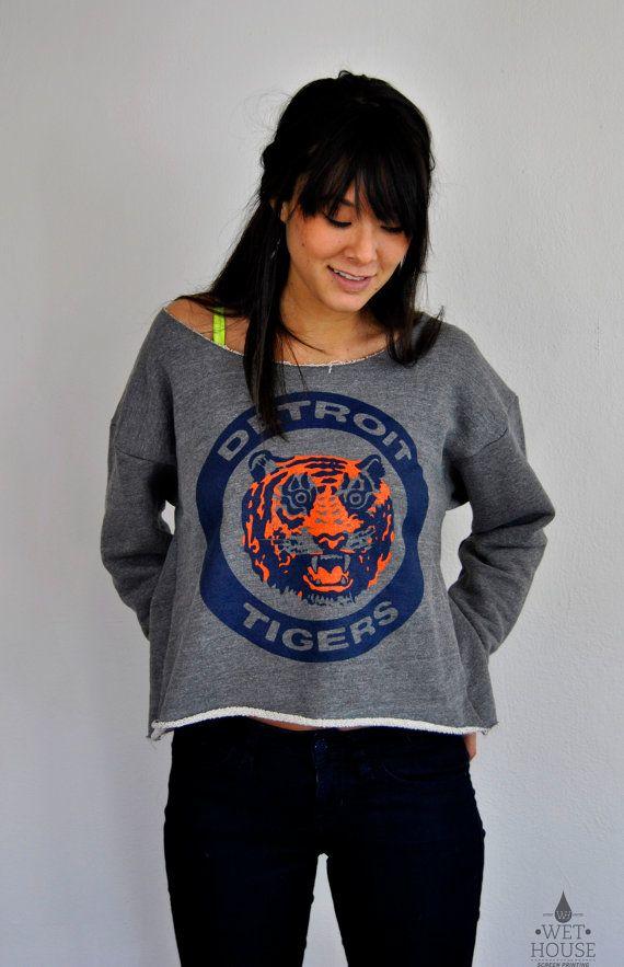 Vintage 80's Detroit Tigers Logo // womens american appareL Athletic Crop Sweatshirt osfm