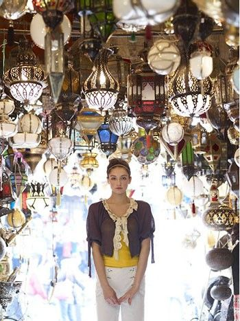 makes me remember the grand bazaar in instanbul....so many treasures.