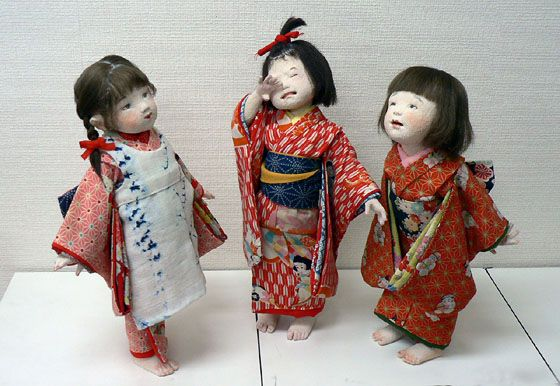 Lovely trio of girls, by Japanese doll artists Mieko Minazumi (Minazumi, Mieko)