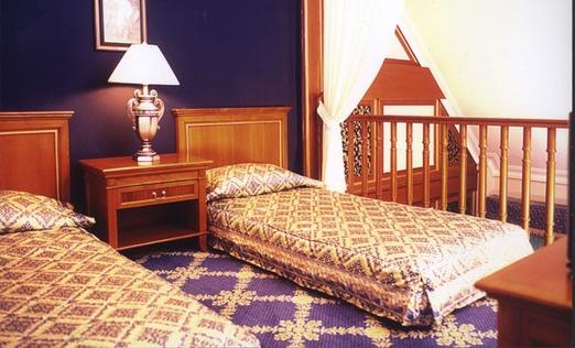 Mezzanine Family Suite with English classic interior at Geulis Hotel Bandung. Photo courtesy of Geulis Hotel.