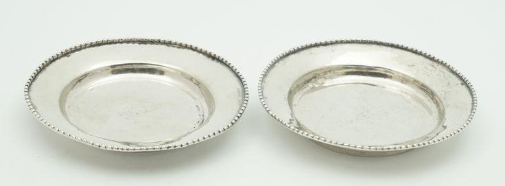 Twee zilveren schaaltjes met parelrand, Amsterdam 18e/vroege 19e eeuw
