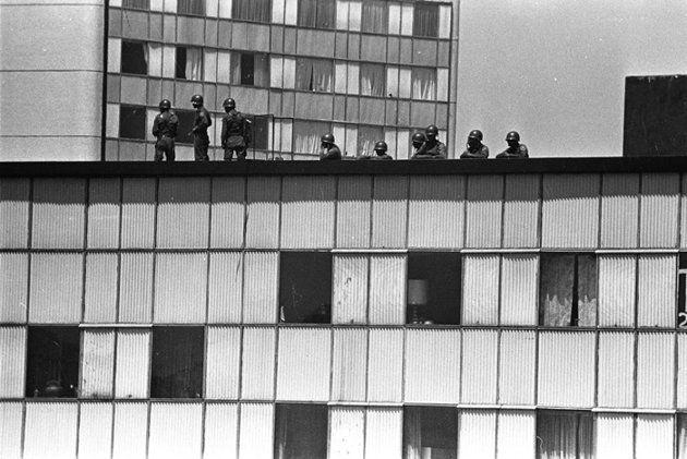 1968 2 De Octubre El Ejèrcito Ocupa Edificios De Tlatelolco Tlatelolco Historia De Mexico El Libro Rojo