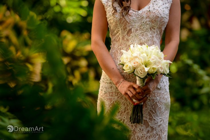 Beautiful bride holds a bouquet of white roses during a wedding photo session at @gvrivieramaya int he Mayan Riviera, Mexico. Photos courtesy of #DreamArtPhotography.