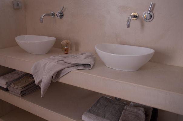 Badkamermeubel, woonhuis Tilburg. VERBAU-betonstuc | VERBAU