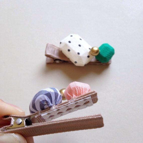 Etsy の 布宝石ヘアー クリップ by HOMAKO