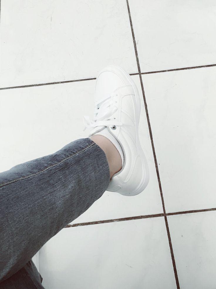 White 👟