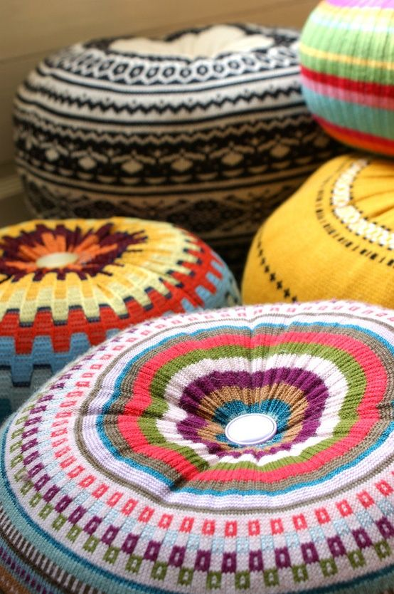 Make poofy pillows from old sweaters! This website has lots of ways to upcycle sweaters from flea markets -- make gloves, bags, bangles and more. #DIY #decor #clothes