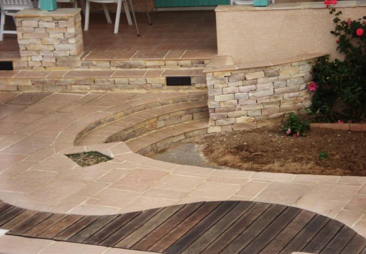 terrasse avec un mixte de bois et de dalles travaill e sur forme arrondie garden pinterest. Black Bedroom Furniture Sets. Home Design Ideas