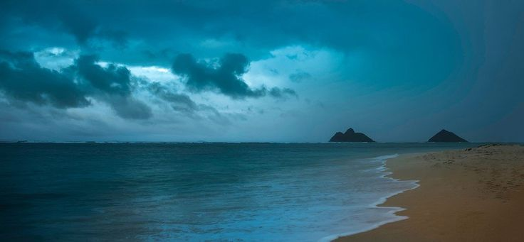 I could see the storm coming across the beach toward me...I had to run back to the car in torrential downfall with all my equipment. #Hawaii from #treyratcliff at http://www.StuckInCustoms.com - all images Creative Commons Noncommercial