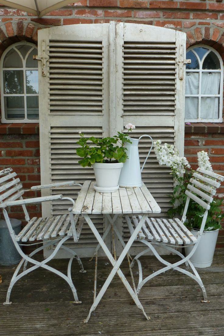 White shutters,table,chairs