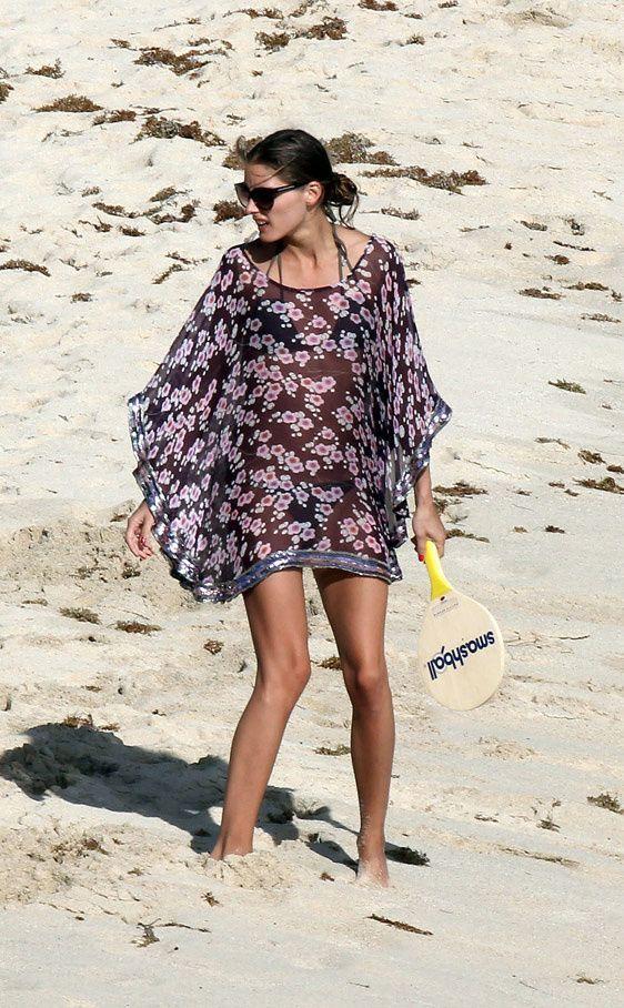 trucos de estilismo de las celebrities en la playa: Olivia Palermo