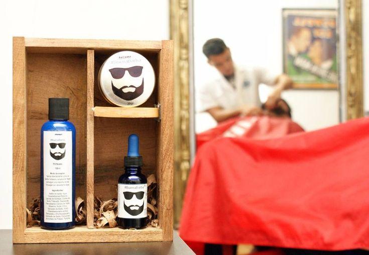 Tu barbero se encarga de recortarla nosotros de cuidadarla. Kit de cuidado para tu barba y bigote. Incluye: Balsamo Aceite Champú para barba Peine  #BeardGrowth #BeardCare #BeardProducts #BeardKit #ForBarbers #BuenaBarba by buenabarba