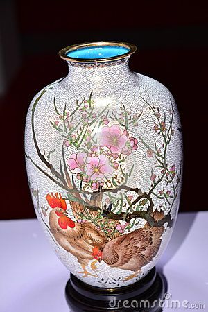 Enamel bottle picture is exquisite, two chicken. Show lucky meaning. Photo taken in Beijing Cultural Expo.