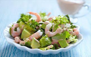 Πώς να φτιάξετε υγιεινή πράσινη σαλάτα με γαρίδες αβοκάντο και πορτοκάλι