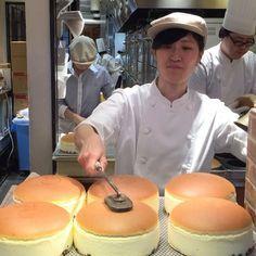 Uncle Rikuro cheesecake. It jiggles and it's soo fluffy  #osaka #japan #cheesecake #japanesecheesecake #foodporn #unclerikuro #itssofluffy #jigglingcheesecake