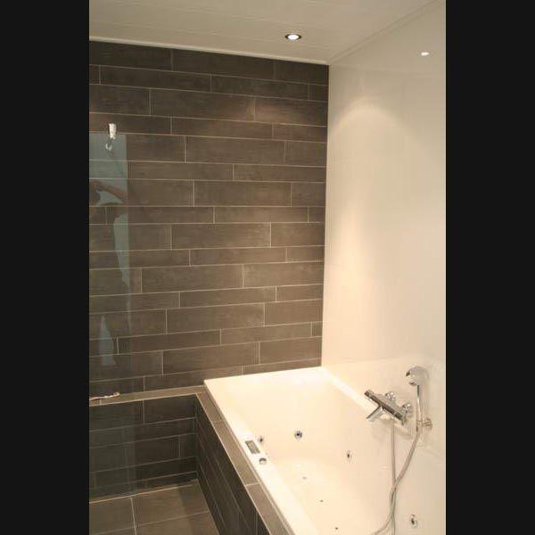 17 beste afbeeldingen over badkamer op pinterest verborgen wasgoed vrachtwagens en toverstokken - Deco witte tegel ...