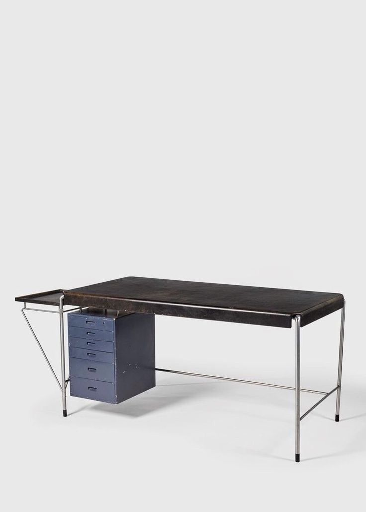 Arne Jacobsen desk 1952. Made for the office of the American-Scandinavian Foundation in New York | design is fine